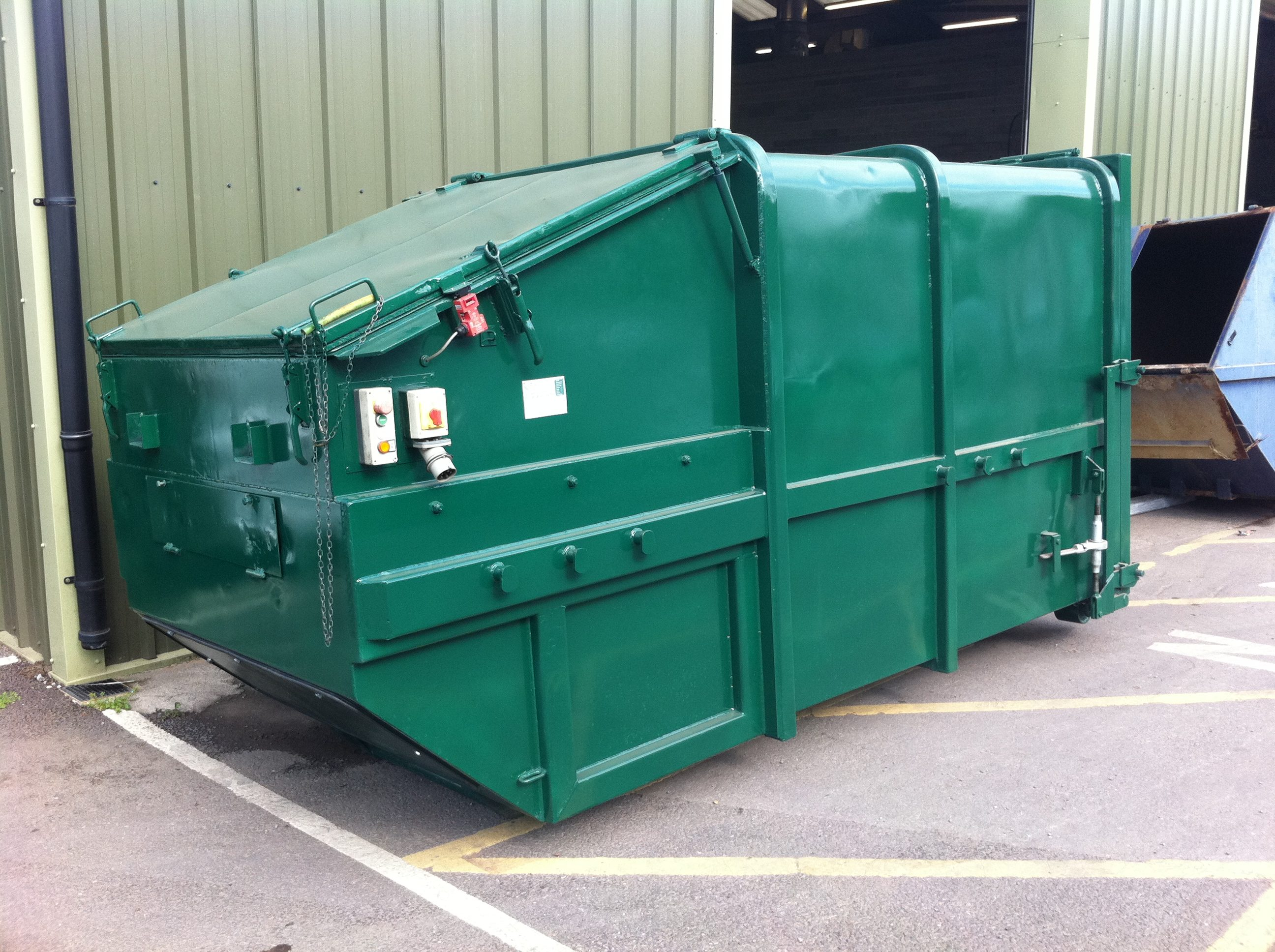Used Stock Skip Lift compactor
